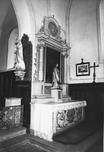 autel et retable latéral sud, statue : Vierge