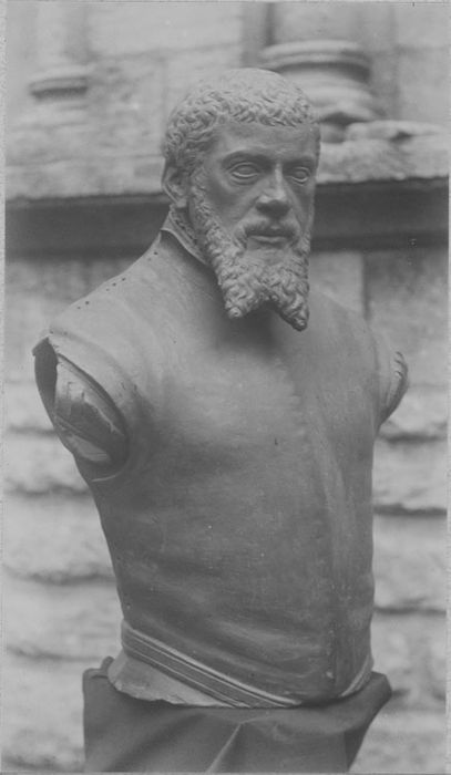 buste : Humbert Lulier, vue générale