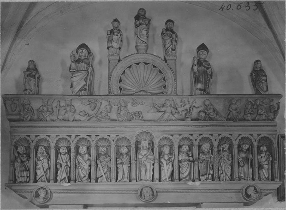 Retable du collatéral nord et bas-relief : Le Christ et les Apôtres, vue générale