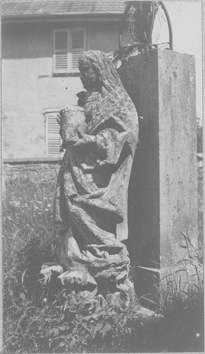 statue (grandeur nature) : Sainte Madeleine, profil gauche, vue générale