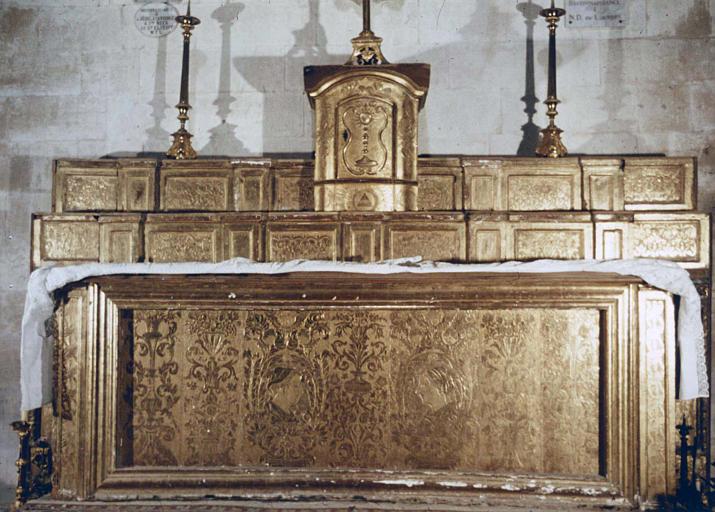 Autel, gradins d'autel, tabernacle
