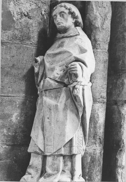 statue : un Saint revêtu d'une chasuble