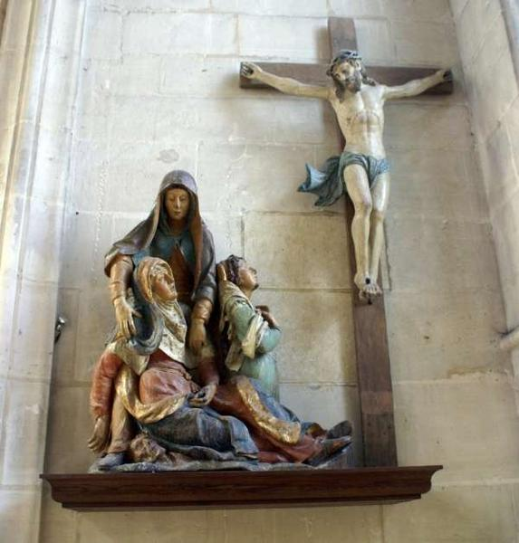 Haut-relief : la Vierge et deux saintes femmes éplorées, élément du retable de la Descente de Croix
