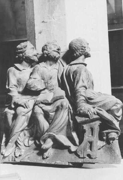 2 groupes sculptés : Apôtres