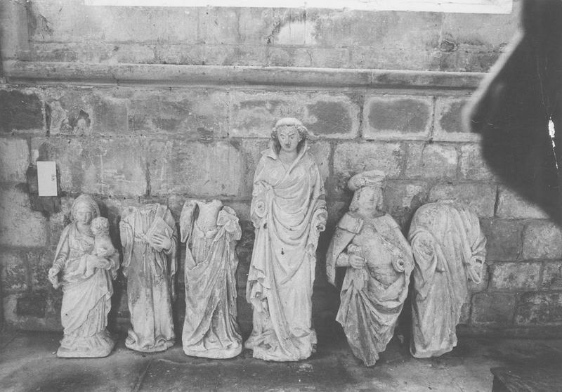 6 statues : Vierge à l'Enfant, Un saint décapité, Une sainte, Saint Jean, Joseph d'Arimathie, Nicodème