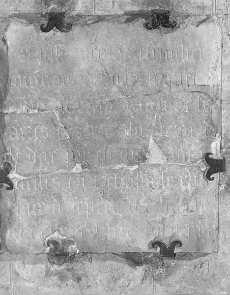 Plaque funéraire de Nicolas Chevalier, bourgeois d'Andely, avec fondation de messes