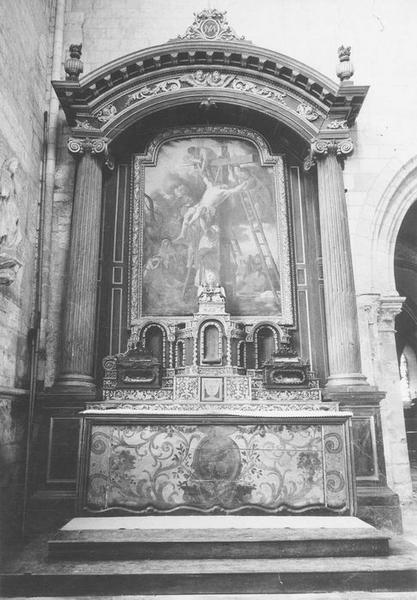 Autel du croisillon nord, retable, tabernacle et tableau : la Descente de Croix