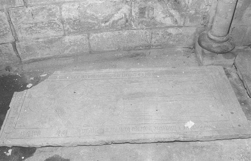 Pierre tombale de Guillaume Gilles, de Jean Gilles, son fils, et de Laurence Valereu, sa femme