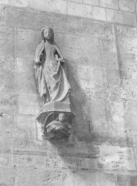 Statue : Sainte, console