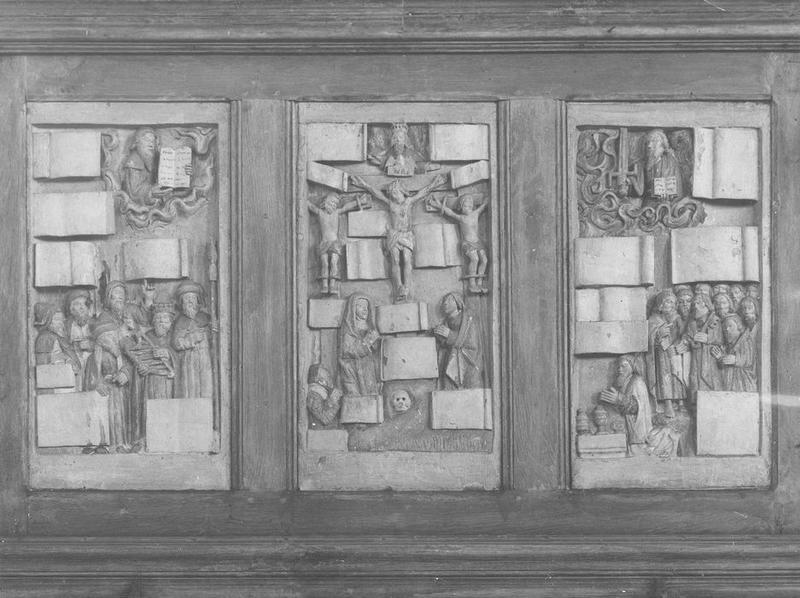 Retable cadre : Moïse présentant les tables de la loi, Crucifixion, Le Christ juge et les apôtres