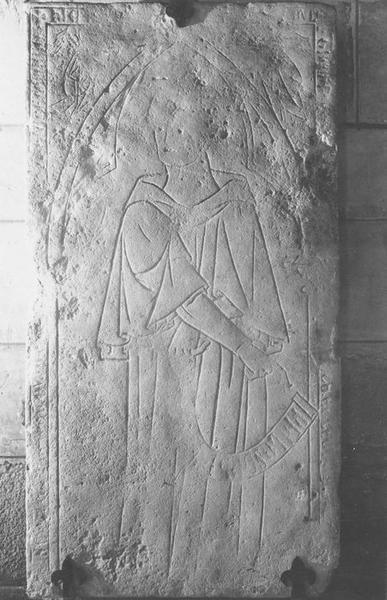 dalle funéraire de Guillaume de Conches, vue générake