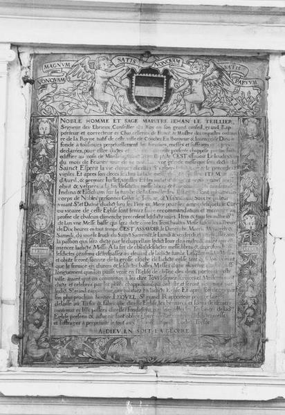 plaque commémorative de fondation de services par Jean Le Tellier, conseiller du Roi, vue générale