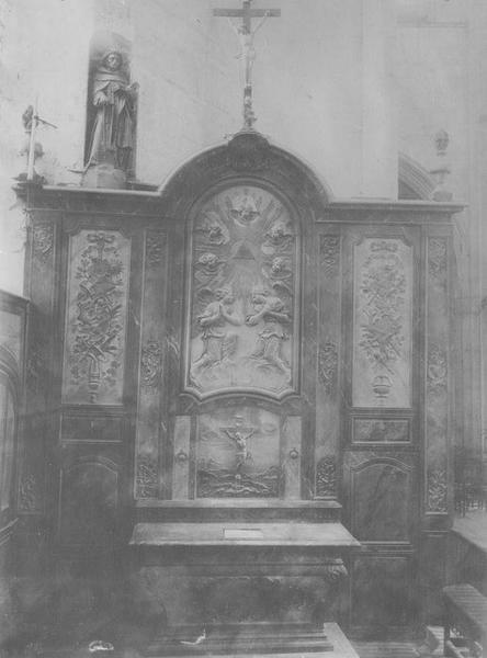 autel, retable, bas-reliefs : l'Adoration du nom de Jésus, Christ en Croix, vue générale