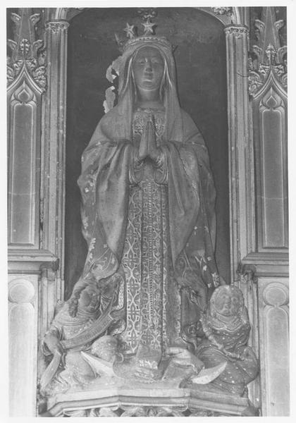 Groupe sculpté dit de Notre-Dame de Louviers : Vierge de l'Assomption accompagnée de deux anges portant phylactères