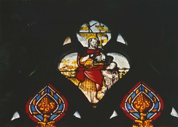 Verrière (verrière figurée) : chanoine donateur présenté par saint Jean-Baptiste (baie 6), vitrail