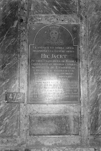 Dalle funéraire de Pierre François de Rosset (mort en 1764), érigée par son fils Charles-François en 1782