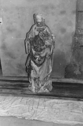 Statue : Vierge à l'Enfant, pierre, déposée