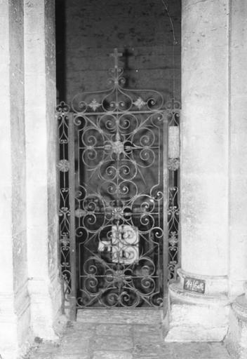 Clôture de chapelle, grille de la chapelle dite Notre-Dame des Sept Douleur, fer forgé