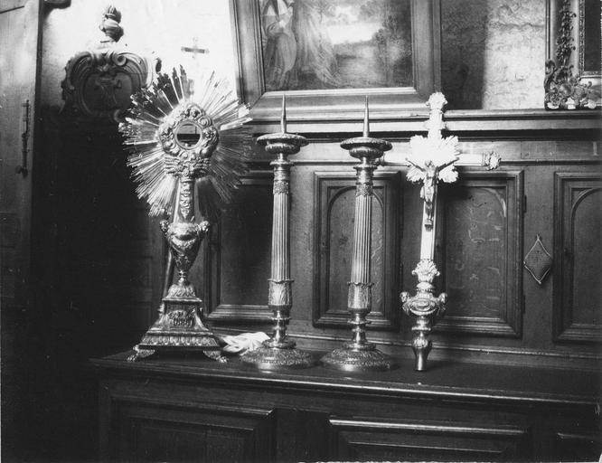 Croix de procession, argent doré ; chandeliers d'acolytes, bronze doré ; croix processionnelle, argent doré