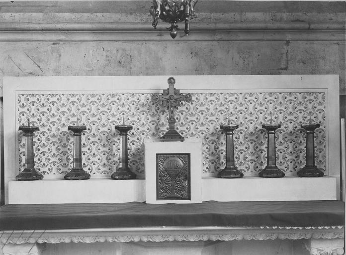 Autel, retable et chandeliers de la chapelle Saint Piat