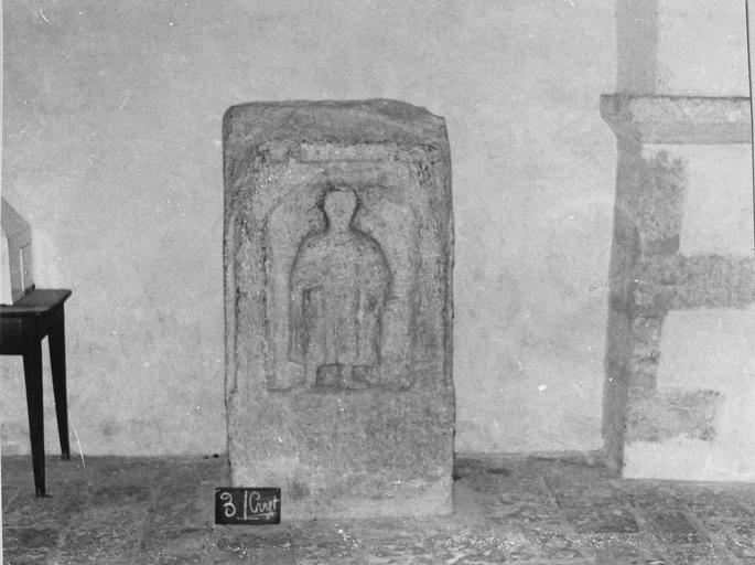 Stèle représentant un personnage, pierre, époque gallo-romaine
