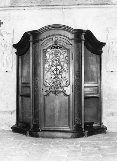 Confessionnal (n°2), bois sculpté