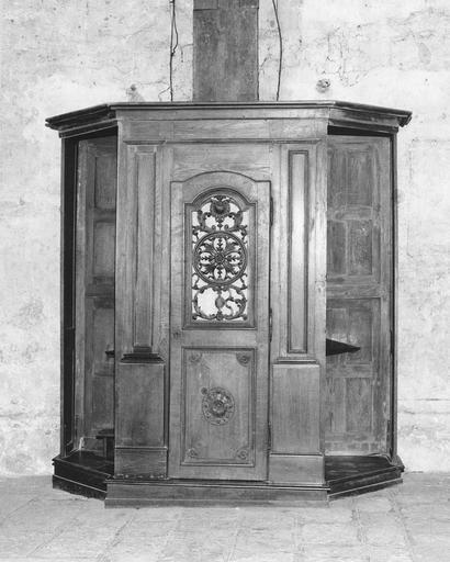 Confessionnal (n°8), bois sculpté