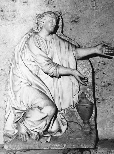 Haut-relief : le Christ et la Madeleine, marbre, 1781, provenant du séminaire du Grand Beaulieu-les-Chartres