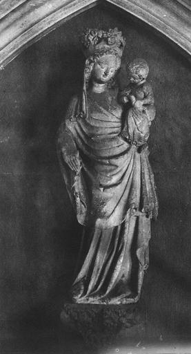 statue (statuette) : Vierge à l' Enfant, pierre (chapelle saint Piat)