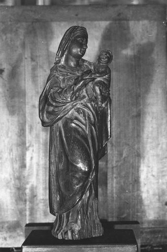 statue : Vierge à l'Enfant, bois avec traces de dorure