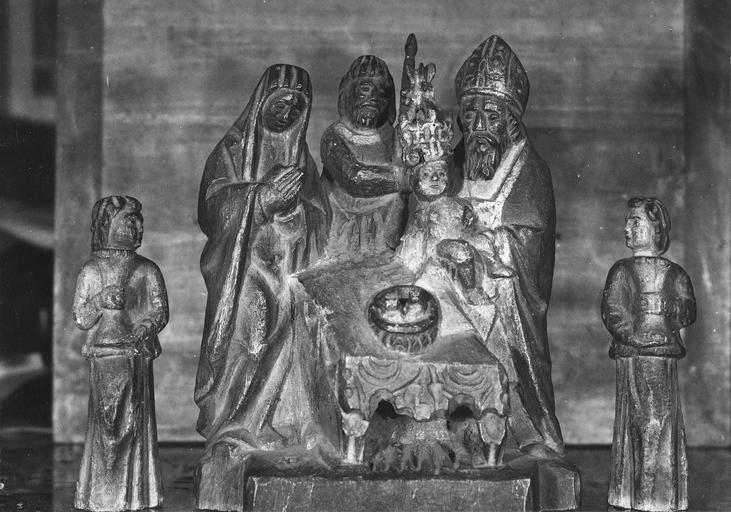 Groupe sculpté : La Présentation au Temple, deux anges céroféraires, bois, 1500