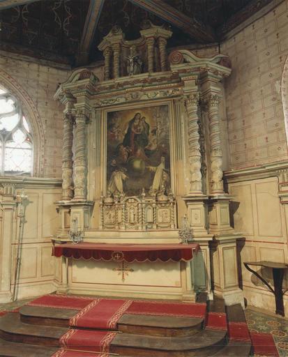 Maître-autel, tabernacle, retable, tableau : La Vierge du Rosaire, groupe sculpté : Trinité, bois sculpté, polychrome et doré