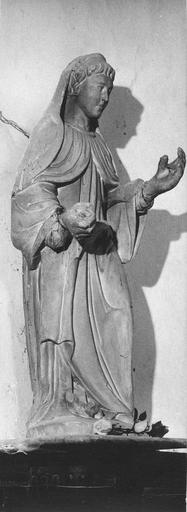 Statue : une sainte