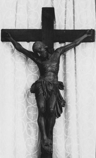 Croix d'autel : Christ en croix du maître-autel, bois