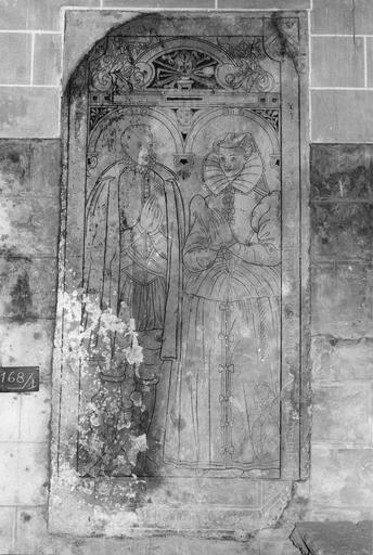 Dalle funéraire de René Chevrier, sieur de Champseru (mort en 1599) et de sa femme, pierre