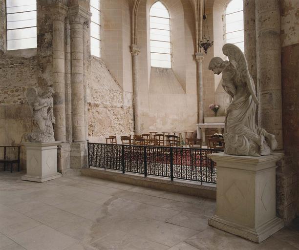 Statues : paire d'anges adorateurs, terre cuite
