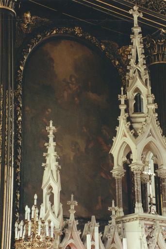 tabernacle et tableau en arrière plan