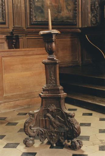 Cierge pascal, bois sculpté