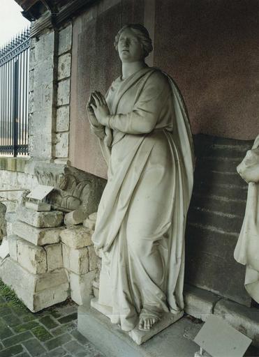 Statue : la Prière, marbre