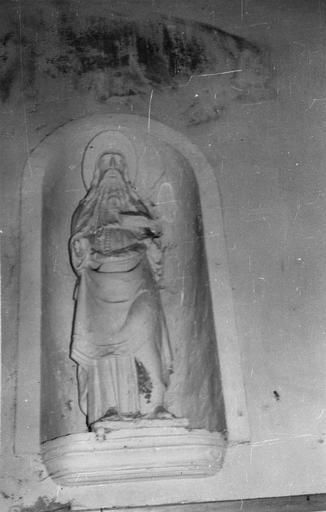 Statue : saint Jacques le Majeur en pèlerin, pierre