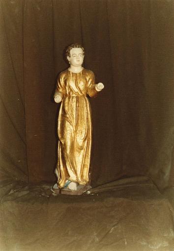 Groupe sculpté : la Nativité ou crèche, grand ange doré