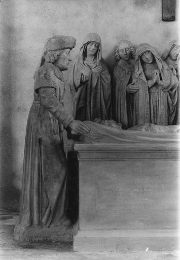 Groupe sculpté : la Mise au tombeau, personnage à la tête du Christ