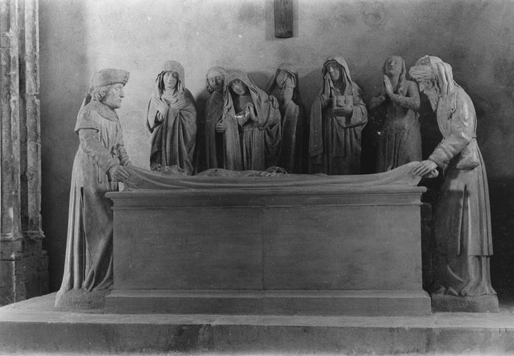 Groupe sculpté : la Mise au tombeau, vue d'ensemble