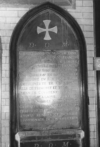 Dalle funéraire de Jeanne du Monceau, morte en 1540, marbre