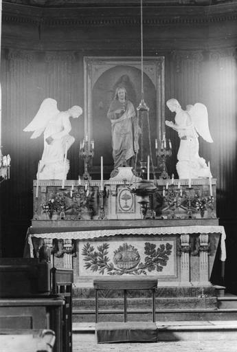 Autel, tabernacle, gradin (maître-autel, tabernacle à ailes)