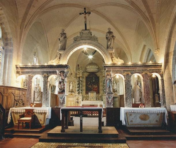 Ensemble du maître-autel (retable, 2 statues, tabernacle, tableau)