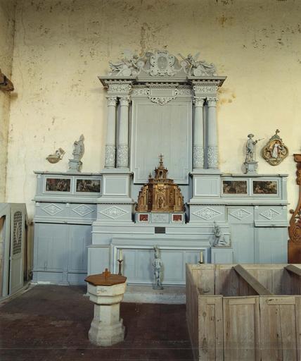Ensemble (autel, retable, prédelle, gradin d'autel, 2 tableaux, bas-relief, 3 statues)