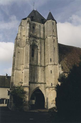 Vue extérieure de l'église, clocher
