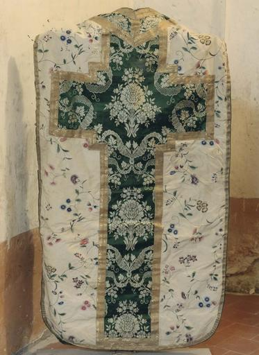 Chasuble ivoire, orfrois vert