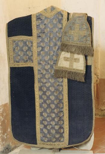 Ornement liturgique, chasuble bleue